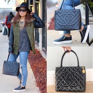 ♥️CHANEL TOTE♥️ Quilted Medallion Tote Bag!